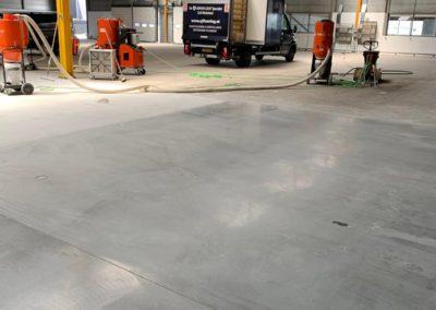 Betonvloer polijsten tijdens werkzaamheden XJ Flooring 2