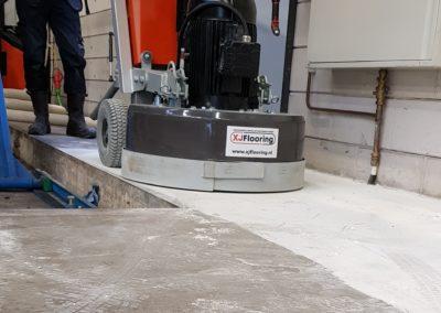 betonvloerrenovatie tijdens afwerking XJ Hiper Commercial